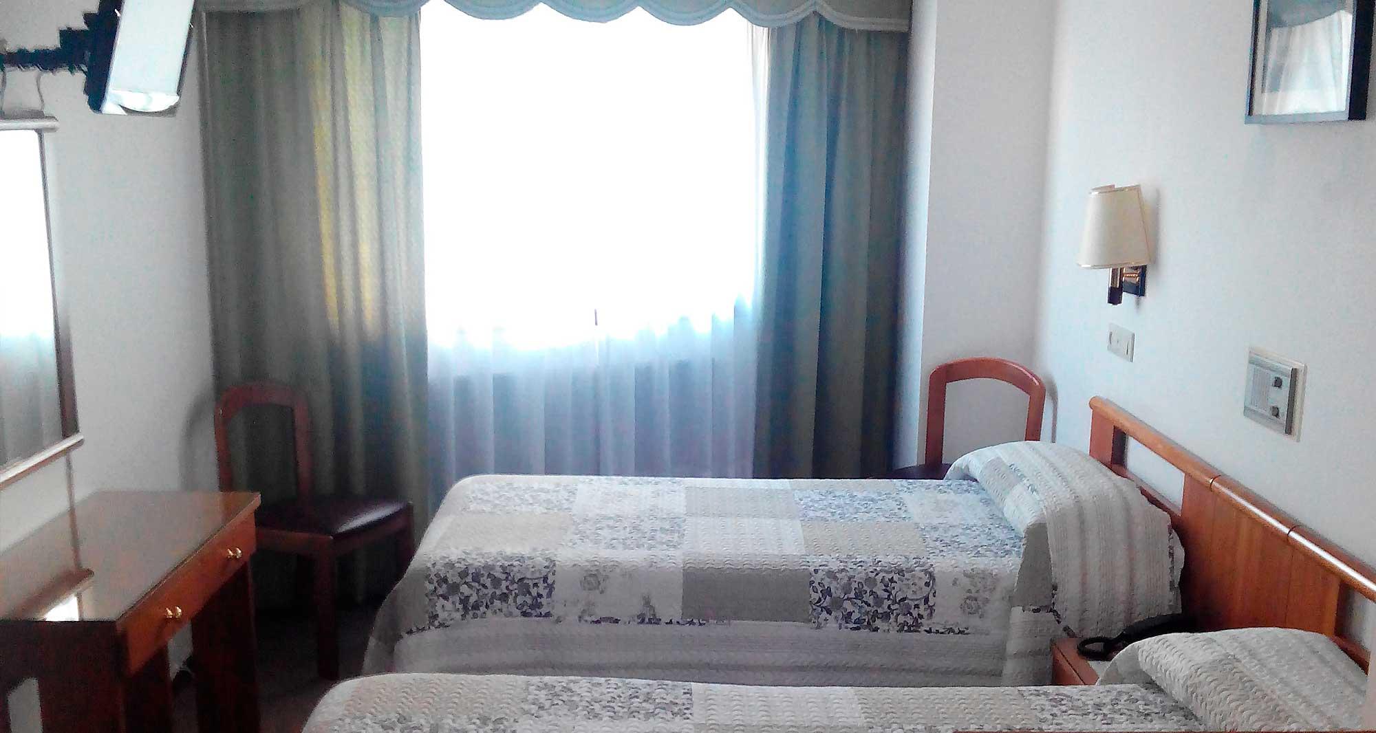hostal-palas-habitacion-triple A Coruña